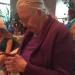 當祖母收到一個假Iphone作為聖誕禮物時卻欣慰的笑了?~(內附視頻)