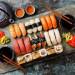 不要以为吃寿司就真的健康又营养! 用不对的方法吃寿司的热量可能比汉堡还高?!