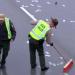 伊利諾州客車公路車禍 ,數千美元灑滿地!