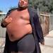 Rihanna钦点!灵活黑人胖男半裸代言彩妆 创下百万流量