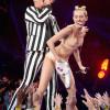 前迪士尼孟汉娜在2013MTV音乐大赏上大跳性暗示舞蹈