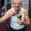 真人版卜派popeye,90歲爺爺吃菠菜保持二頭肌