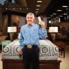 超級盃和顧客賭一把慘輸700萬美元!!休士頓家具店老闆當廣告