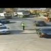 在繁忙的路口指挥交通的警察所遇到的危机是…?!