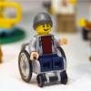 84年後LEGO首次推出坐輪椅積木玩偶!