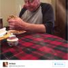 17萬網友心碎回應:你為什麼不陪你爺爺吃飯?