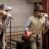 喬裝成街頭藝人現身紐約地鐵站! 沒人猜到他們是Maroon 5跟Jimmy Fallon