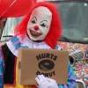 萬聖節月限定!甜甜圈連鎖店推「駭人小丑送餐服務」
