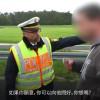 影/車禍後民眾圍觀拍照 警察爆氣要求直視死者「看個夠!」