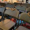 LV、FENDI、GUCCI居然開始賣「禮堂用折疊椅」?包包變成這樣不會心疼嗎