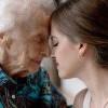 最後的驚喜!孫女帶婚紗拍合照 102歲祖母圓願後離世