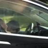 影片瘋傳!特斯拉駕駛高速路上睡翻 腦袋垂到胸前