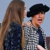 不明女子闖Chanel巴黎時裝周發表謝幕 被超模Gigi請下台
