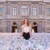 Emma Stone香水廣告和帥哥啵啵 羅浮宮花海太壯觀