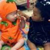 黑人夫妻生出全白嬰兒 路人老愛問:孩子是誰的?