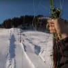 影/他玩滑翔翼空拍浪漫雪景 陶醉到一半直撞纜車線纜