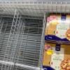 死也要死得有尊嚴!義大利人搶糧奇景 超市獨留「鳳梨披蕯」無人碰