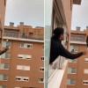 影/封城太無聊 義大利人揪鄰居開打「高空網球賽」