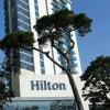 Hilton 续裁两千多人  无薪假再延三个月