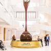 自己做高級巧克力、Lindt噴泉超狂! 費德勒代言「世界最大巧克力聚落」瑞士開張