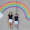被疫情限制出游 姊弟创意粉笔画100天游世界