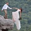 夫妻懸崖邊45度凌空拍婚紗如死亡瞬間 網驚:差點變遺照
