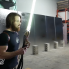 這兇器吧!星戰粉絲打造真實版光劍 外觀超逼真還能削鐵如泥