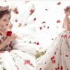 迪麗熱巴「玫瑰白紗」太仙美登熱搜,網封真人版公主!雪白美肌靠牛奶+面膜,連上街都要敷