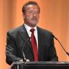 73歲前加州州長 Arnold Schwarzenegge 接種新冠肺炎疫苗 引用「Terminator」台詞