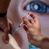 政府調整疫苗策略 釋出庫存加快接種速度