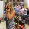 傻眼!女子不爽在超市被勸戴口罩 直接脫丁字褲套臉上