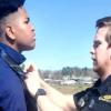 巡邏遇上高中生求助「幫我打領帶」 暖心警為他留下美好回憶