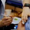 AstraZeneca 疫苗引血栓疑慮 英國建議40歲以下選用其他牌子疫苗