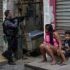 巴西警方執法掃黑 里約貧民區爆槍戰已知25人死亡[影]