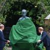 威廉與哈利放下歧見 攜手為黛妃雕像揭幕