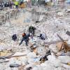 Florida 大樓坍塌增至90死 31人下落仍不明