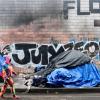 洛杉矶批准反露营条例惹争议   流落 LA 街头可将被定罪