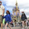 Florida 疫情飆高 主題樂園再度要求遊客室內戴口罩