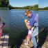 影/天才小釣手!4歲女童用玩具釣竿 釣起巨無霸鯰魚