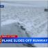 影/美客机降落芝加哥冲出跑道 乘客拍下惊险一幕