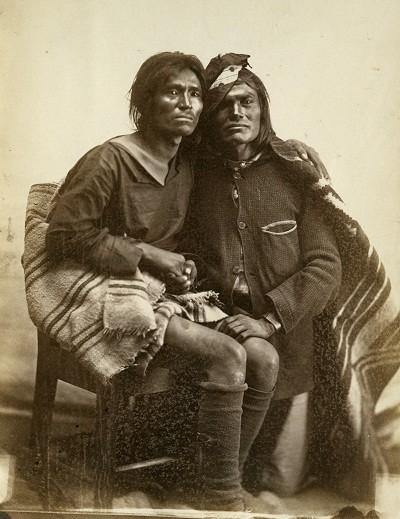 two-spirits-navajo-same-sex-couple