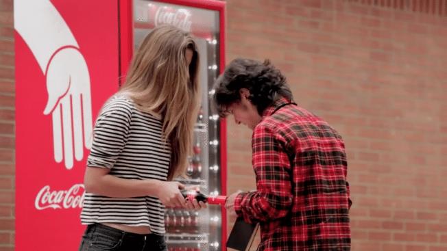 coca-cola-friendly-twist-hed-2014