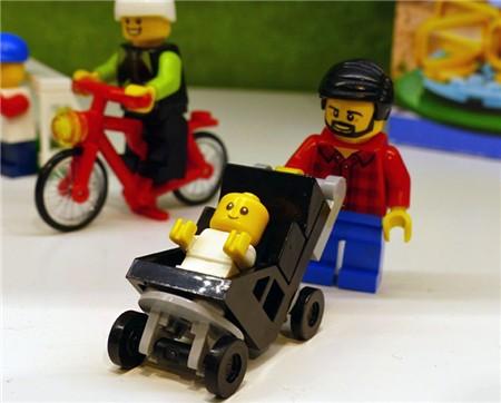 lego-wheelchair-boy003