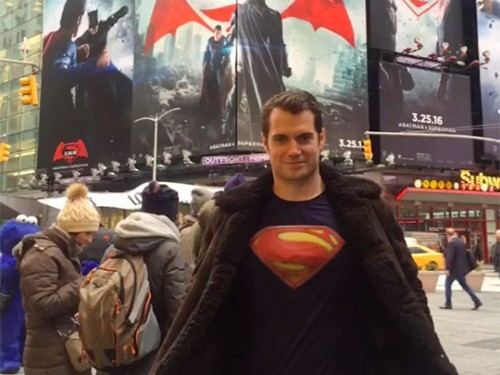 henry-cavill-times-square-500x375