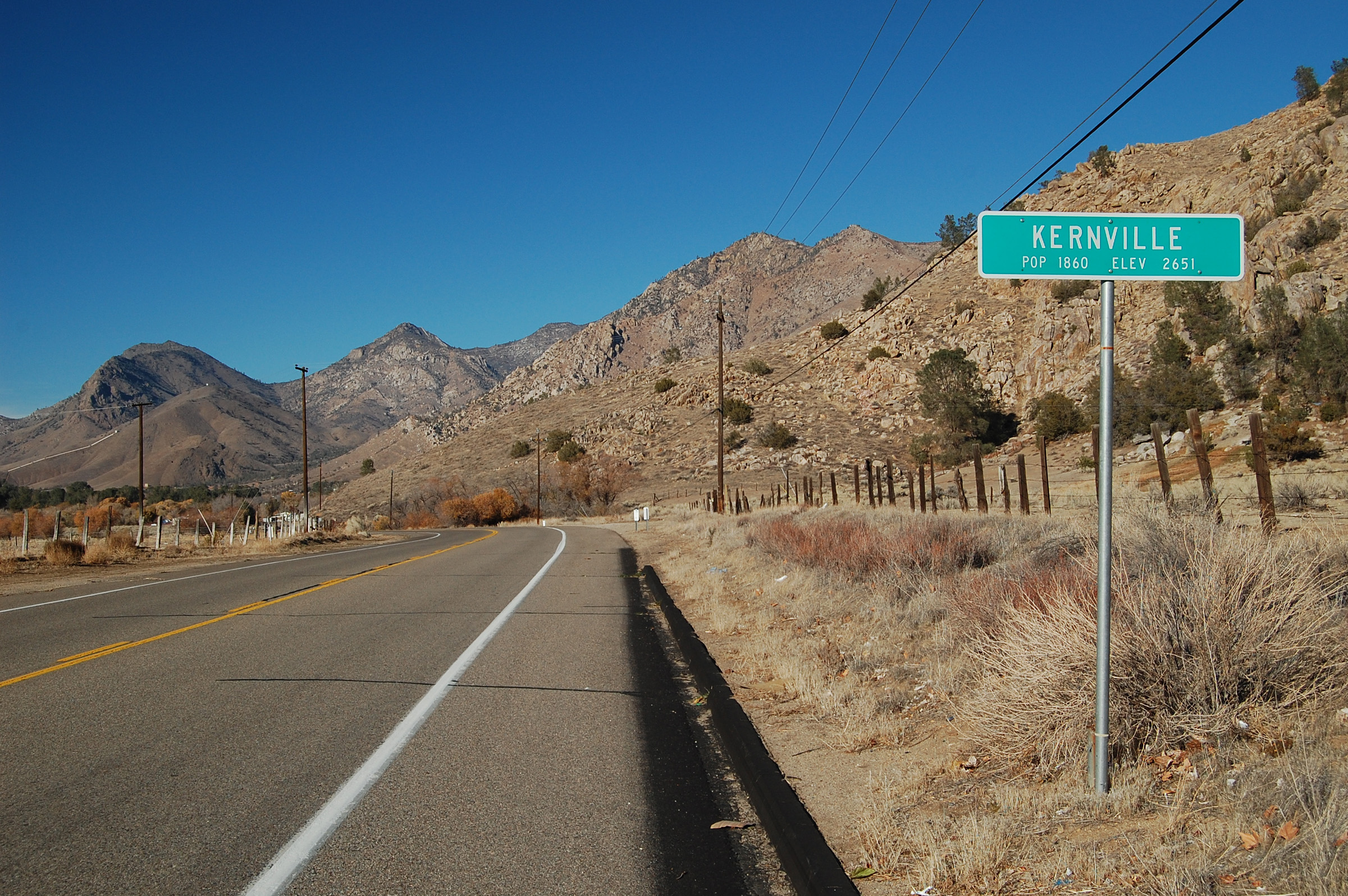 Kernville_California_guide_sign