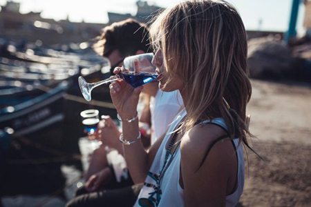 Gïk-Blue-Wine-Outdoors-537x358