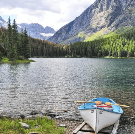 The lake & mountain