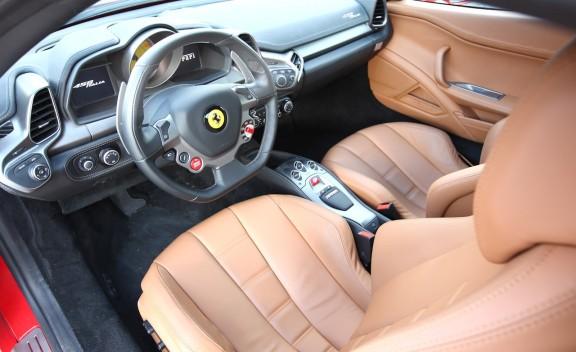 車Auto: 2010 Ferrari 458 Italia
